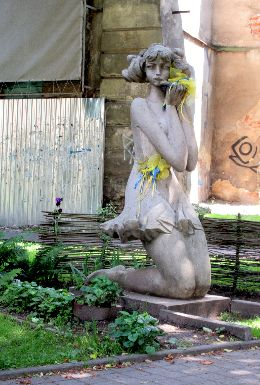 F5929a01_girl from lviv (behind the opera).jpg
